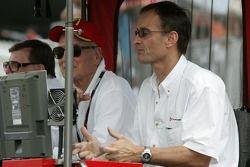Carl Haas, Paul Newman et Patrick Bourdais regardent la fin de la séance