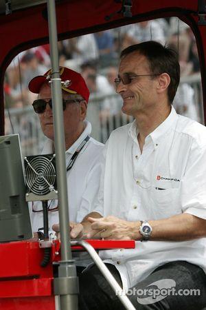 Paul Newman et Patrick Bourdais regardent la fin de la séance