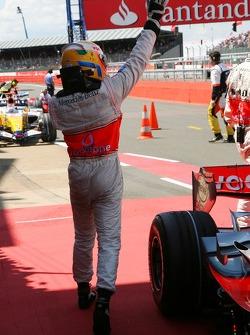 Ganador de la Pole Position Lewis Hamilton, McLaren Mercedes, MP4-22