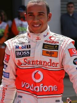 Ganador de la pole Lewis Hamilton, McLaren Mercedes, MP4-22