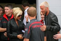 Nick Fry, Honda Racing F1 Team Director EjecutivoRubens Barrichello, Honda Racing F1 Team con David