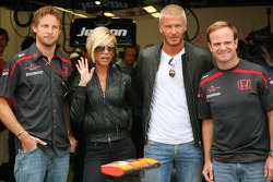 Jenson Button, Honda Racing F1 Team, Rubens Barrichello, Honda Racing F1 Team con David Beckham y Vi