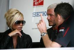 Nick Fry, Honda Racing F1 Team Director Ejecutivo David Beckham y Victoria Beckham,