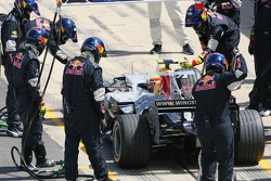 Mark Webber, Red Bull Racing, RB3 pitstop