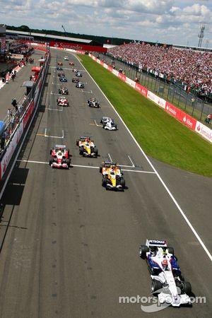 Robert Kubica, BMW Sauber F1 Team, F1.07 y Heikki Kovalainen, Renault F1 Team, R27, Ralf Schumacher,