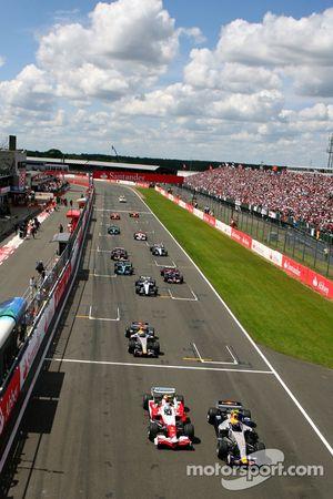 Mark Webber, Red Bull Racing, RB3 y Jarno Trulli, Toyota Racing, TF107