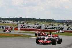 Lewis Hamilton, McLaren Mercedes, MP4-22, Kimi Raikkonen, Scuderia Ferrari, F2007
