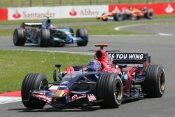 Vitantonio Liuzzi, Scuderia Toro Rosso, STR02 ve Rubens Barrichello, Honda Racing F1 Team, RA107