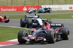 Scott Speed, Scuderia Toro Rosso, STR02 y Alexander Wurz, Williams F1 Team, FW29