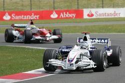 Nick Heidfeld, BMW Sauber F1 Team, F1.07 y Ralf Schumacher, Toyota Racing, TF107