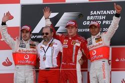 Podio: ganador de la carrera Kimi Raikkonen, Scuderia Ferrari, F2007, segundo lugar Fernando Alonso,