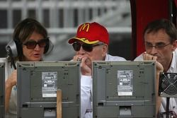 Paul Newman et Patrick Bourdais regardent la course