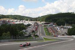 Льюис Хэмилтон, McLaren Mercedes в повороте