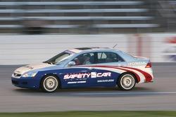 Johnny Rutherford conduit la voiture de rythme