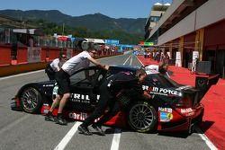 Mechanics pushing the car of Mathias Lauda, Mücke Motorsport AMG Mercedes, AMG Mercedes C-Klasse, into the pitbox