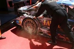 A lot of smoke and dust coming from the brakes of Paul di Resta, Persson Motorsport AMG Mercedes, AMG Mercedes C-Klasse