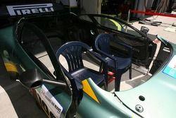 Une amusante Aston Martin Racing BMS Aston Martin DBR9