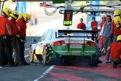 Marcus Winkelhock, TME, Audi A4 DTM, chassant après un arrêt au stand lors de la séance