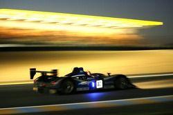 #40 Quifel-ASM Team Lola B05/40 AER: Miguel Amaral, Miguel Angel De Castro, Warren Hugues