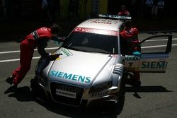 Audi mechanics push the car of Tom Kristensen, Audi Sport Team Abt Sportsline, Audi A4 DTM, back int