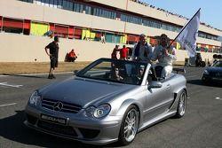 Parade des pilotes, avec Mika Hakkinen, Team HWA AMG Mercedes, AMG Mercedes C-Klasse et Bernd Schnei