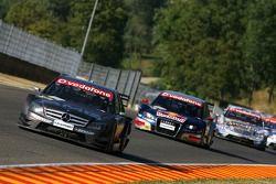 Mika Hakkinen, Team HWA AMG Mercedes, AMG Mercedes C-Klasse, leads Mattias Ekström, Audi Sport Team