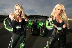 Очаровательные девушки команды Kawasaki
