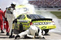 Paul Menards apporte son Menards Chevrolet dans les stands