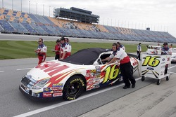 Crew of Greg Biffle push the 2M Ford on pit road