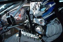 Jason Bargwanna fitshis steering wheel