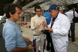 Alain Prost et Nicolas Prost signent des autographes