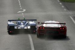 Un passage étroit entre # 55 Team Oreca Saleen S7R: Nicolas Prost, Soheil Ayari, Nicolas Lapierre et