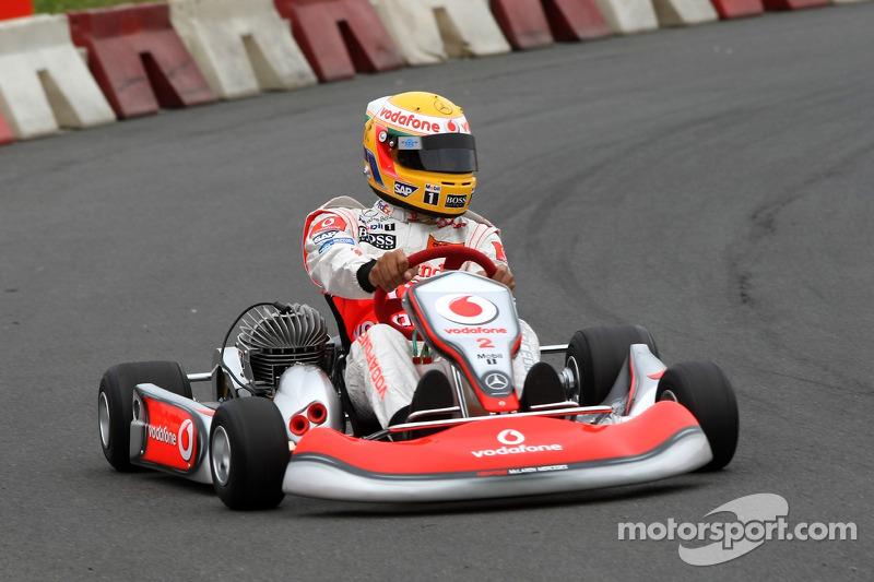 Льюис Хэмилтон только начинал карьеру в McLaren. Перед этапом на «Нюрбургринге» англичанин успел погоняться на картах