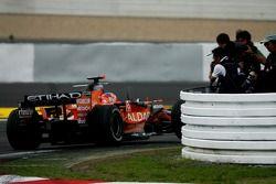 Адриан Сутиль, Spyker F1 Team, F8-VII проезжает мимо фотографов