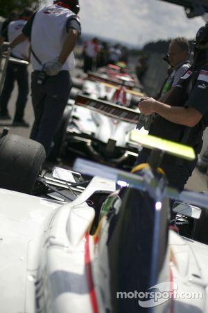 Les voitures GP2 alignés prêt à aller sur le circuit