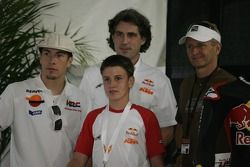 Nicky Hayden, Kevin Schwantz, y Cameron Beaubier en la Conferencia de prensa para la Red Bull Copa de Novatos