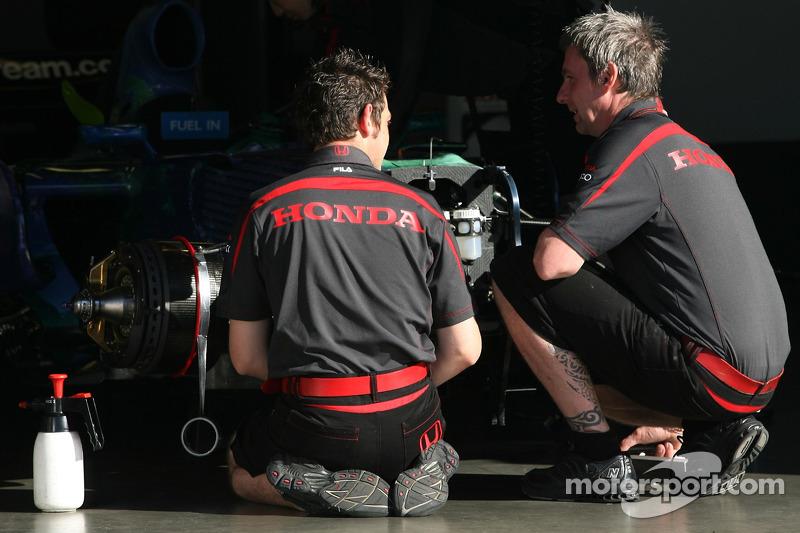 Механіки Honda Racing F1 Team