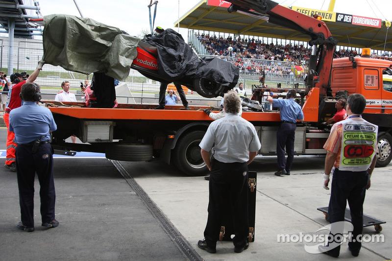 Lewis Hamilton, McLaren Mercedes, MP4-22, vuelve al pitlane