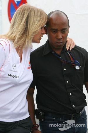 Anthony Hamilton padre de Lewis Hamilton, tras el accidente de Lewis