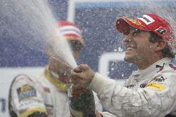 Timo Glock fête sa victoire sur le podium