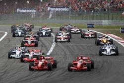 Старт: Кими Райкконен, Scuderia Ferrari, F2007, Фелипе Масса, Scuderia Ferrari, F2007