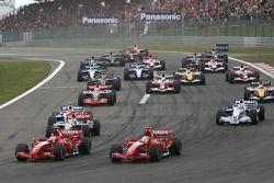 Старт, Кими Райкконен, Scuderia Ferrari, F2007, Фелипе Масса, Scuderia Ferrari, F2007 и Фернандо Ало