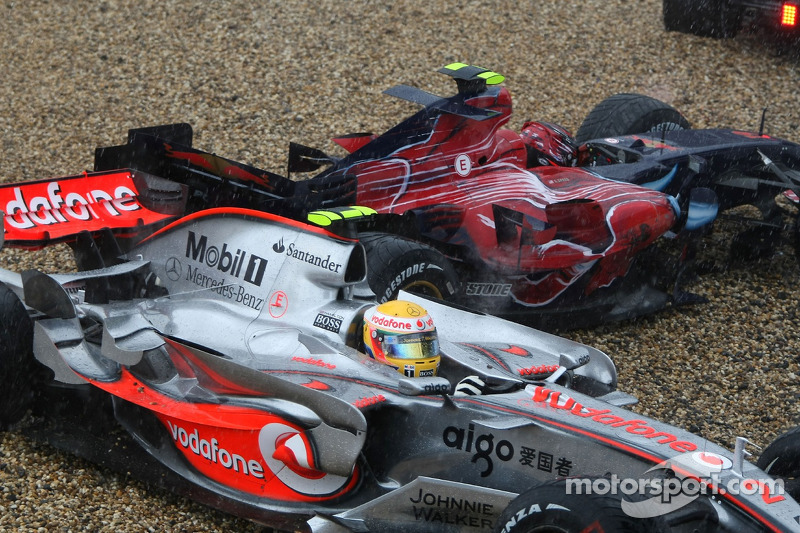 Lewis Hamilton, McLaren MP4-22; Scott Speed, Scuderia Toro Rosso STR02