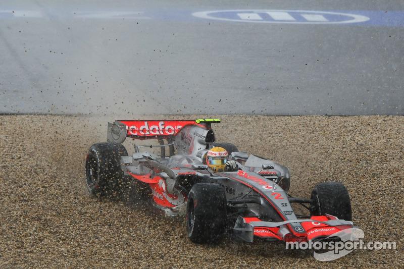 ... Lewis Hamilton von der Piste