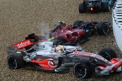 Льюиса Хэмилтона, McLaren Mercedes, MP4-22 закрутило