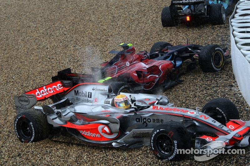 Lewis Hamilton, McLaren Mercedes, MP4-22, spins off