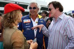 Quentin Tarantino, director de cine con la actriz Zoe Bell de