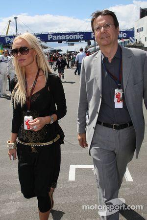 Cora Schumacher, mujer de Ralf Schumacher y Hans Mahr, manager de Ralf Schumacher