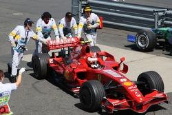 Кими Райкконен, Scuderia Ferrari, F2007, сходит с гонки