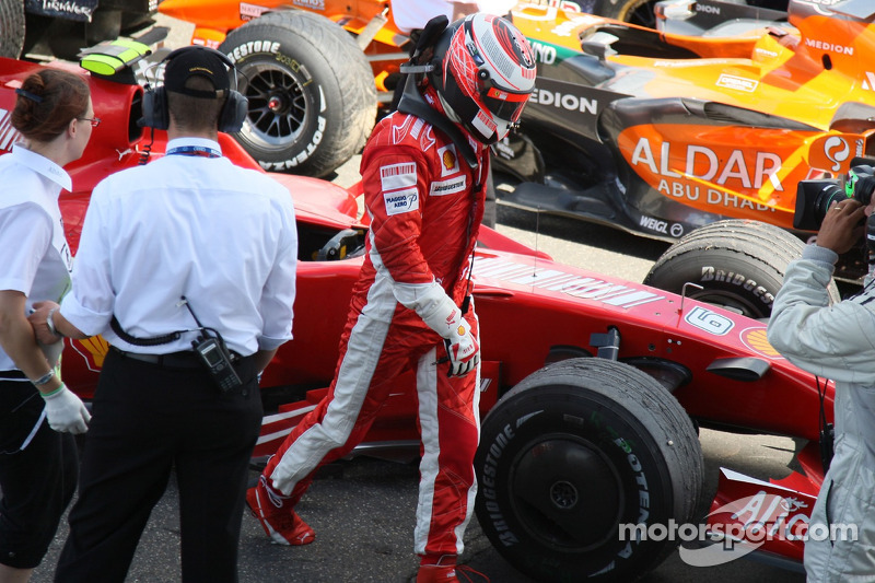 Kimi Raikkonen, Scuderia Ferrari, F2007, abandona